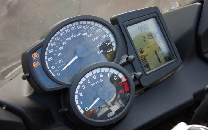 Analogue speedometers do not work well with 150mph bikes